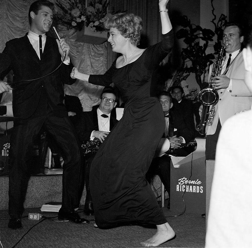 <p>Shelley Winters clearly had fun at the Academy Awards after-party in 1962. The actress let loose in her black bateau neck gown and bare feet, as she danced alongside the party's singer, Bernie Richards.</p>
