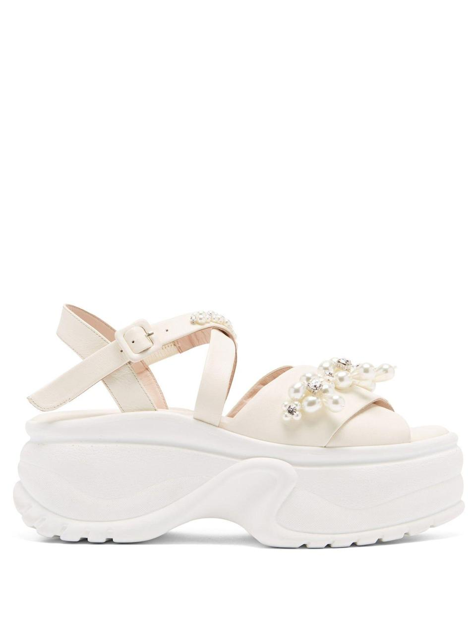 """<p><strong>Simone Rocha</strong></p><p>matchesfashion.com</p><p><strong>$905.00</strong></p><p><a href=""""https://go.redirectingat.com?id=74968X1596630&url=https%3A%2F%2Fwww.matchesfashion.com%2Fus%2Fproducts%2F1405529&sref=https%3A%2F%2Fwww.harpersbazaar.com%2Fwedding%2Fbridal-fashion%2Fg36113322%2Fwedding-flats-for-brides%2F"""" rel=""""nofollow noopener"""" target=""""_blank"""" data-ylk=""""slk:SHOP NOW"""" class=""""link rapid-noclick-resp"""">SHOP NOW</a></p><p>When it comes to comfort, platforms are always a go-to. These embellished leather flatform sandals will give you an added edge and all the extra inches, without the trials of high heels.<br></p>"""