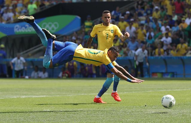 <p>Neymar of Brazil scores the opening goal during the Semi Final match between Brazil and Honduras at Maracana Stadium on August 17, 2016 in Rio de Janeiro, Brazil. (Photo by Ian MacNicol/Getty Images) </p>