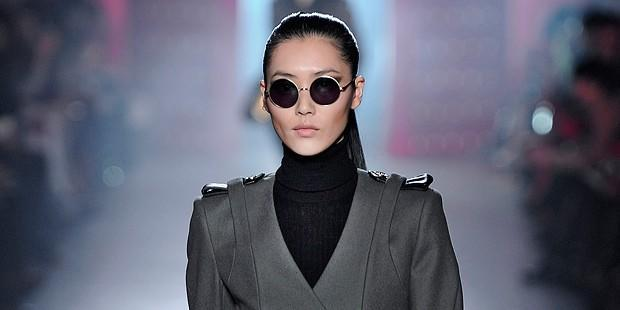 What to Wear with a Black Turtleneck