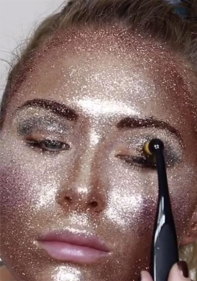 Katie used different colours of glitter to contour and highlight her face. Photo: Instagram.