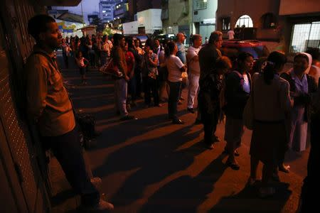 People line up to buy toilet paper at a supermarket in downtown Caracas January 19, 2015. REUTERS/Jorge Silva