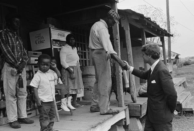 <p>Kennedy near Greenville, Miss., April 12, 1967. (Photo: Jack Thornell/AP) </p>