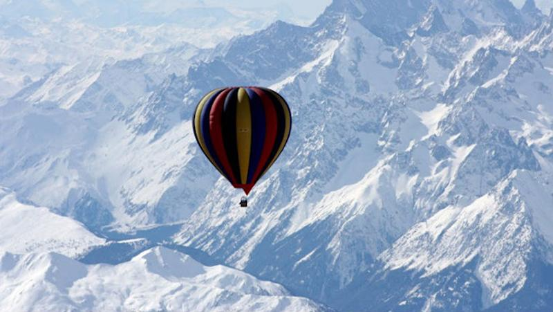 Ballooning over Everest wouldn't be a cheap thrill. Photo: IfOnly
