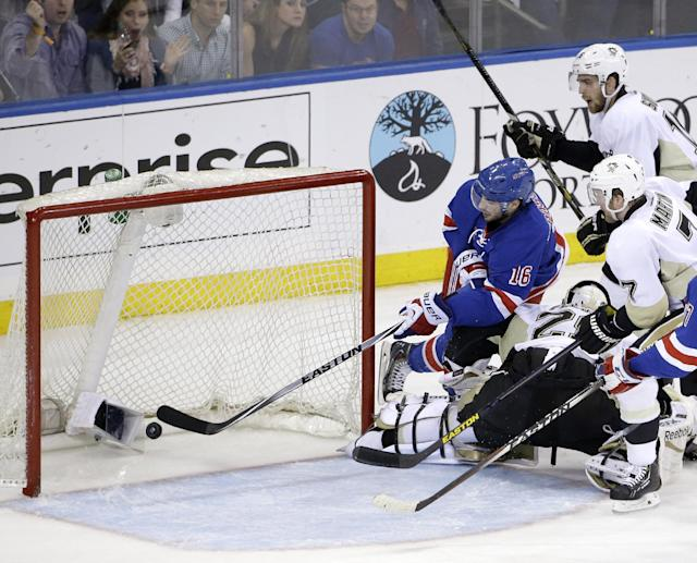 New York Rangers center Derick Brassard (16), left, scores during the second period of Game 6 of a second-round NHL playoff hockey series against the Pittsburgh Penguins, Sunday, May 11, 2014, in New York. (AP Photo/Seth Wenig)