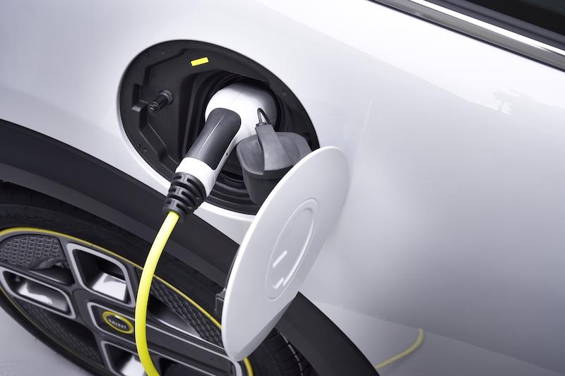 Mini claims the EV's 32.6kWh lithium-ion battery is able to hit between 235 to 270km with a full charge. — Picture via SoyaCincau