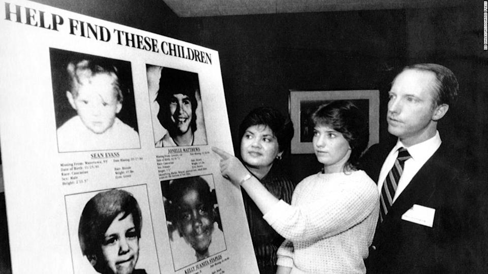 """<p>Jennifer Matthews, 16, points to a photo of her missing sister, Jonelle, 13, in 1985.</p><div class=""""cnn--image__credit""""><em><small>Credit: Ed Bailey/ASSOCIATED PRESS / AP licensed</small></em></div>"""