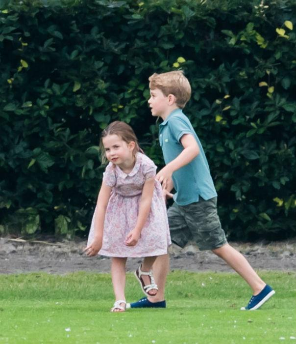 prince-george-princess-charlotte-playing