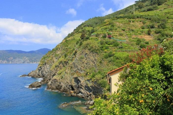 """<p>One of the many spectacular views along the Vernazza – Monterosso hike.<br></p><p><i>(Photo: <a href=""""http://www.dtravelsround.com/"""" rel=""""nofollow noopener"""" target=""""_blank"""" data-ylk=""""slk:D Travels Round"""" class=""""link rapid-noclick-resp"""">D Travels Round</a>)</i><br></p>"""