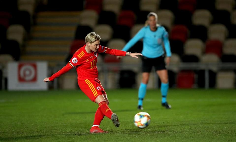 Jess Fishlock scores Wales' third goal from the penalty spot.