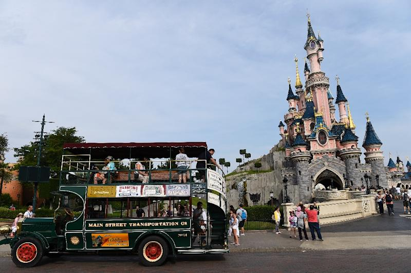 A Romanian couple was arrested in northeastern Paris, accused of dispatching youngsters to pick the pockets of tourists travelling to Disneyland (AFP Photo/Betrand Guay)