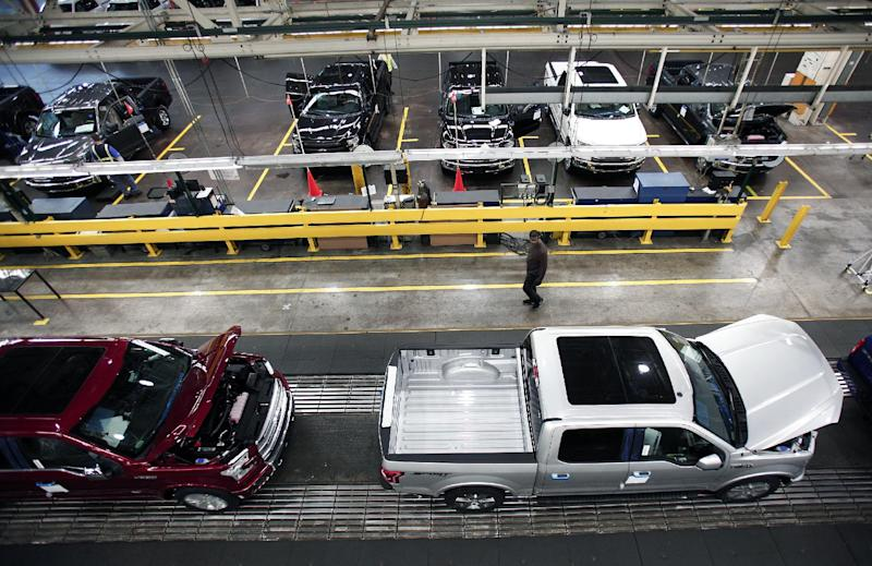 US economic growth slows to 2.6% for the fourth quarter last year (AFP Photo/Bill Pugliano)