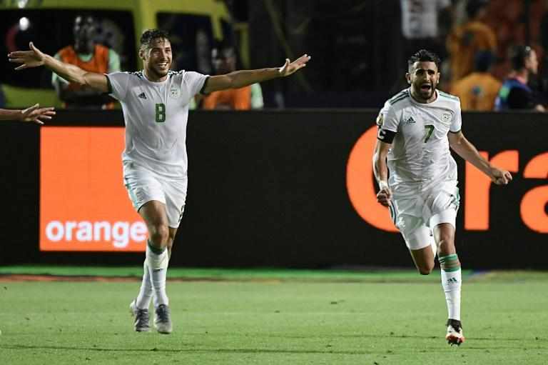 Riyad Mahrez (R) celebrates his stoppage-time free-kick that sent Algeria through to the final (AFP Photo/JAVIER SORIANO)