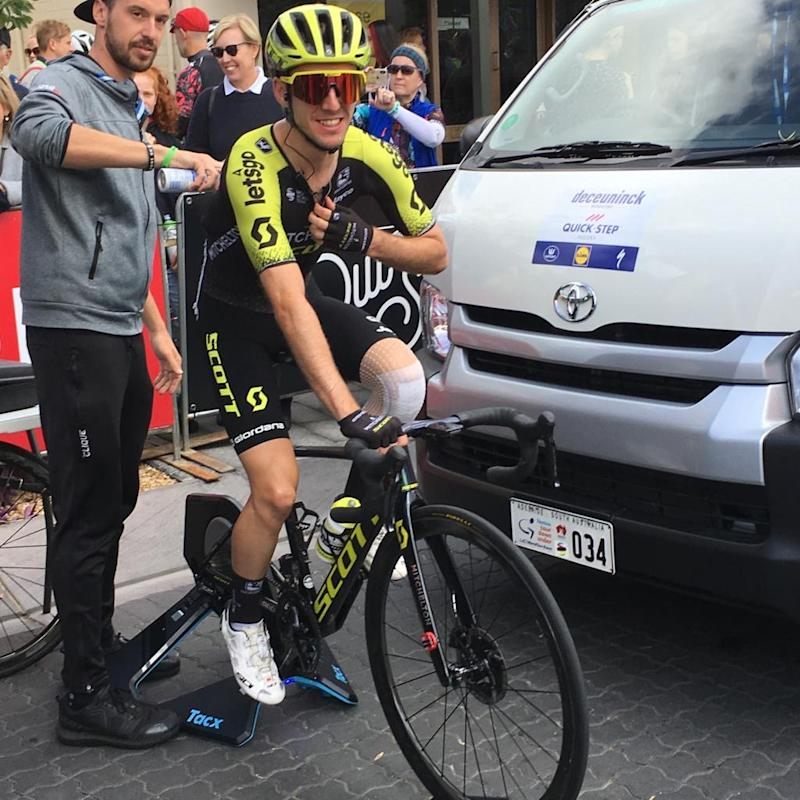 Simon Yates at the start of stage 3