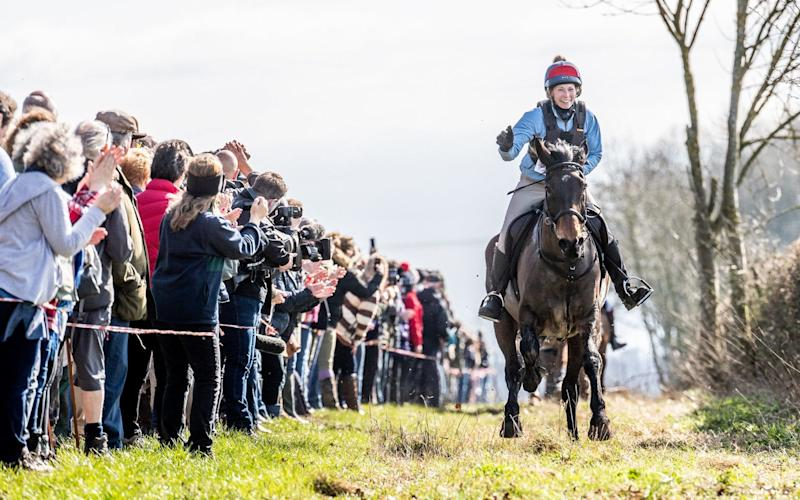 Competitors take part in the Kiplingcotes Derby, the oldest horse race in the country - ©2019 Charlotte Graham - CAG Photography