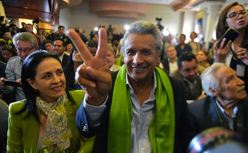 The Ecuadorean presidential candidate of the ruling Alianza PAIS party, Lenin Moreno, next to his wife Rocio Gonzalez (L), listens to the first results of the runoff election, in Quito on April 2, 2017 (AFP Photo/RODRIGO BUENDIA)