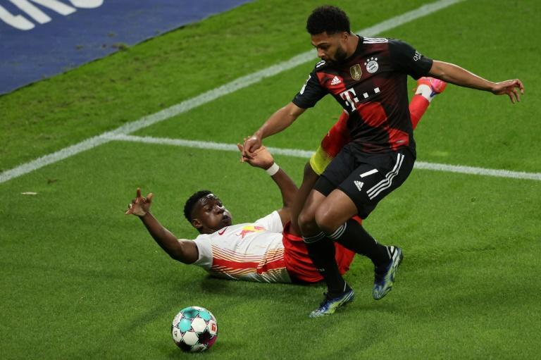 Bayern Munich winger Serge Gnabry (R) is doubtful for Wednesday's Champions League quarter-final, first leg, with a sore throat