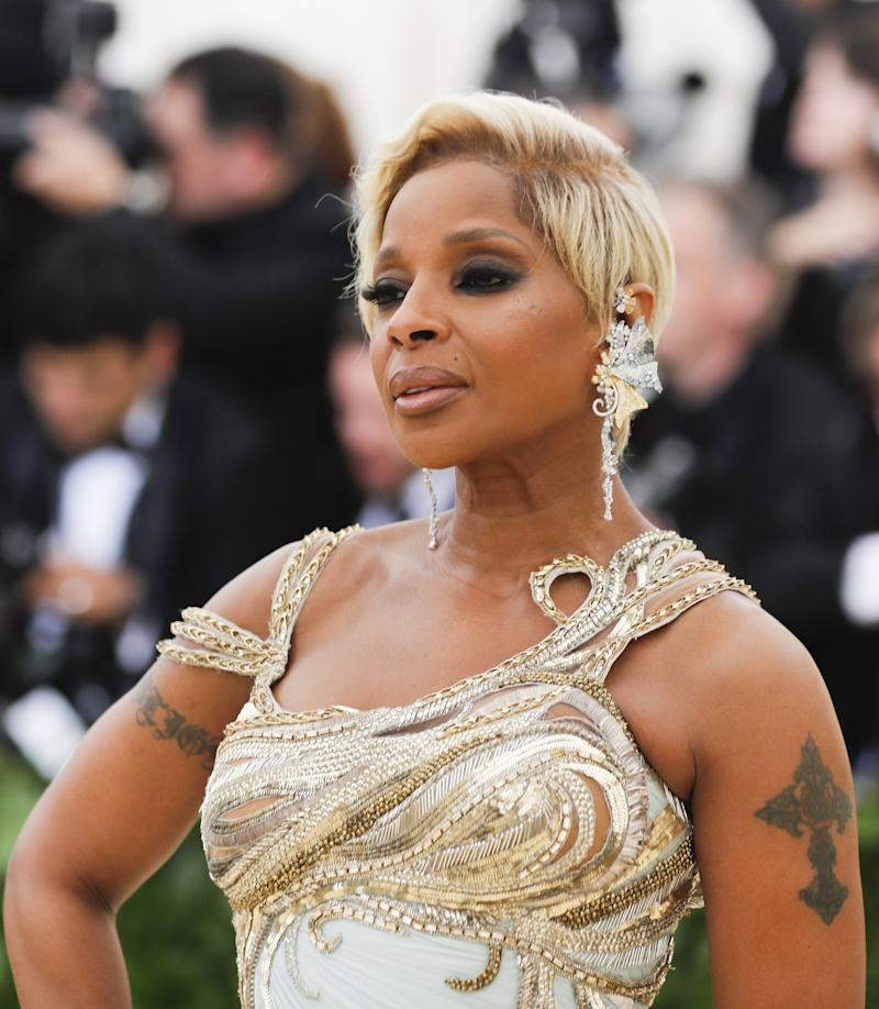 "Singer-Songwriter Mary J. Blige arrives at the Metropolitan Museum of Art Costume Institute Gala (Met Gala) to celebrate the opening of ""Heavenly Bodies: Fashion and the Catholic Imagination"" in the Manhattan borough of New York, U.S., May 7, 2018. REUTERS/Carlo Allegri"