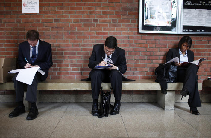 Job seekers prepare for career fair to open at Rutgers University in New Brunswick, New Jersey, January 6, 2011. New claims for jobless benefits moved higher last week, but a decline in the four-week average to a nearly 2-1/2-year low suggested the labor market continues to improve.   REUTERS/Mike Segar  (UNITED STATES - Tags: EMPLOYMENT BUSINESS)