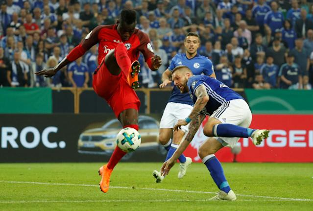 Soccer Football - DFB Cup - Schalke 04 vs Eintracht Frankfurt - Veltins-Arena, Gelsenkirchen, Germany - April 18, 2018 Eintracht Frankfurt's Danny da Costa in action with Schalke's Guido Burgstaller REUTERS/Leon Kuegeler DFB RULES PROHIBIT USE IN MMS SERVICES VIA HANDHELD DEVICES UNTIL TWO HOURS AFTER A MATCH AND ANY USAGE ON INTERNET OR ONLINE MEDIA SIMULATING VIDEO FOOTAGE DURING THE MATCH.