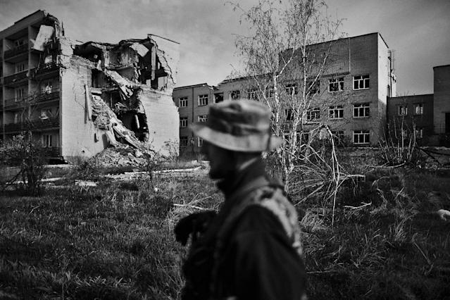 <p>A Ukrainian soldier walks near a hospital damaged by artillery of Russian-backed rebels in Marynka, Ukraine, April 2017. (Photo: Manu Brabo/MeMo) </p>