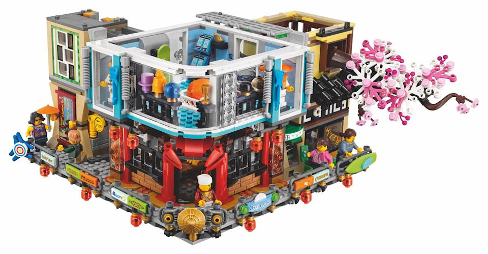 """<p>Includes modern fashion store with two mannequins and assorted Ninjago products, a construction site with a bonsai tree, a comic book store with brick-built sign, cashier desk, comic book stand with collectible training cards, a crab restaurant with brick-built crab entrance sign and oven with that """"crab-grilling"""" function, a cash-dispensing ATM, and a display stand with interchangeable movie posters. (Credit: Lego) </p>"""