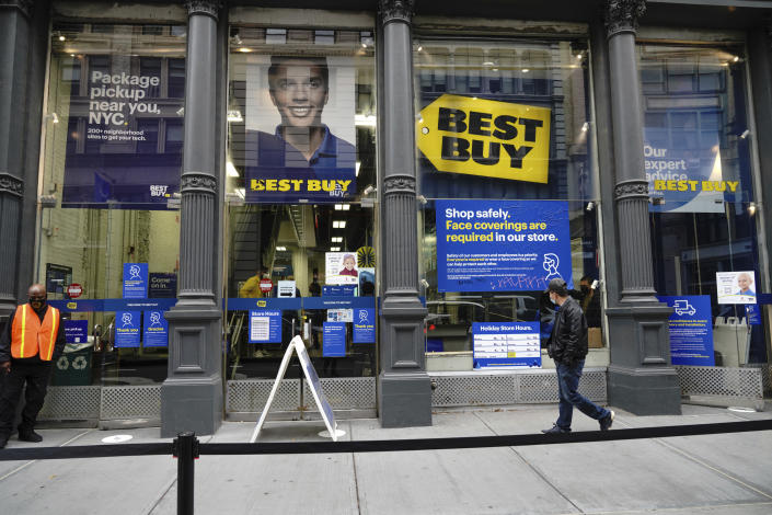 Photo by: John Nacion/STAR MAX/IPx 2020 11/27/20 A view of empty shopping lines at a Best Buy in Midtown, Manhattan during Black Friday, a day after Thanksgiving Day on November 27, 2020.