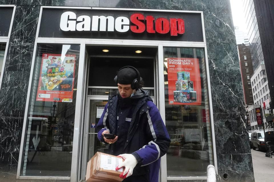 A Fedex deliveryman prepares a package for a GameStop store amid the coronavirus disease (COVID-19) pandemic in the Manhattan borough of New York City, New York, U.S., January 27, 2021. REUTERS/Carlo Allegri