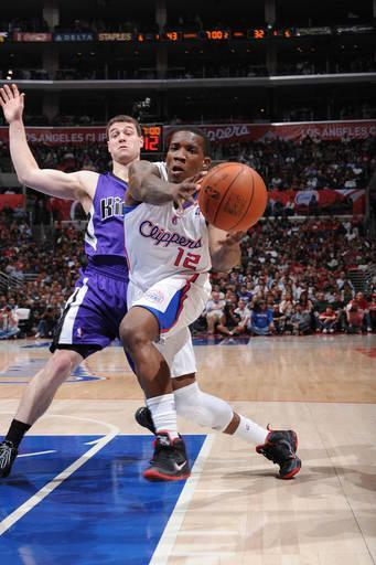 LOS ANGELES, CA - APRIL 7: Eric Bledsoe #12 of the Los Angeles Clippers goes to the basket against Jimmer Fredette #7 of the Sacramento Kings at Staples Center on April 7, 2012 in Los Angeles, California. (Photo by Noah Graham/NBAE via Getty Images)