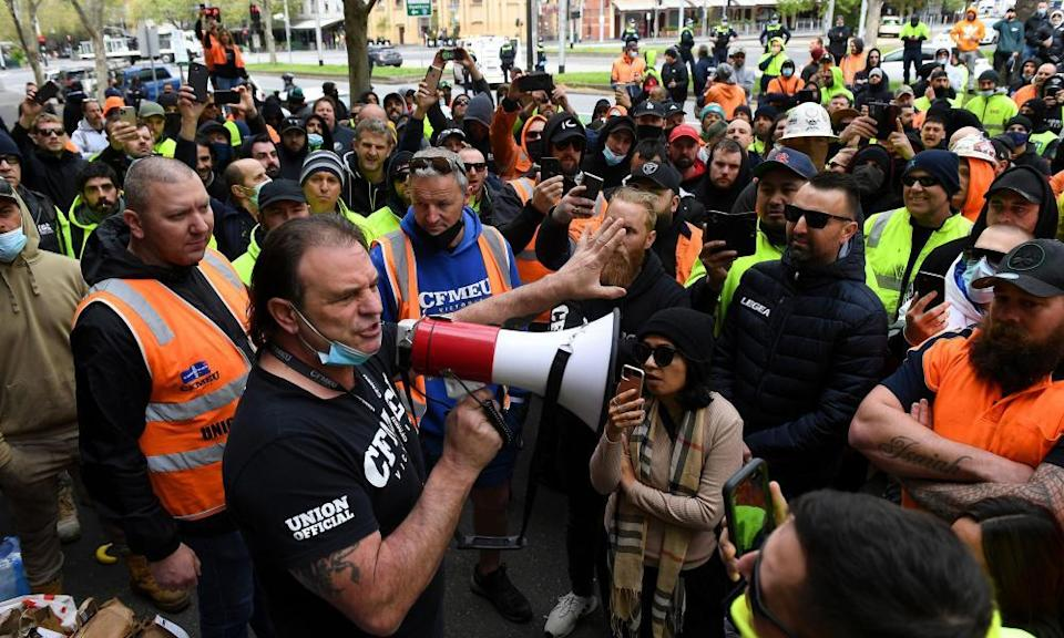 John Setka addresses construction workers protesting against work-related Covid-19 restrictions and mandatory vaccinations.