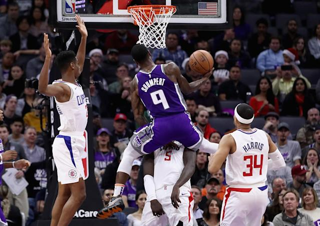SACRAMENTO, CA - NOVEMBER 29: Iman Shumpert #9 of the Sacramento Kings goes up for a shot against Montrezl Harrell #5, Shai Gilgeous-Alexander #2, and Tobias Harris #34 of the LA Clippers at Golden 1 Center on November 29, 2018 in Sacramento, California. (Photo by Ezra Shaw/Getty Images)