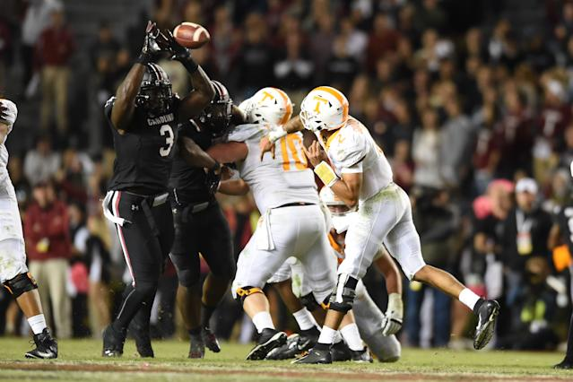 South Carolina DT Javon Kinlaw, left, deflects a pass by Tennessee last season. (Getty Images)
