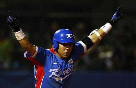 South Korea's Kang Jung-ho raises his arms after hitting a home run against Taiwan in the ninth inning of their gold medal baseball game at the 16th Asian Games in Guangzhou, Guangdong province, November 19, 2010. REUTERS/David Gray