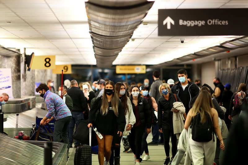 FILE PHOTO: Travelers head home for Thanksgiving