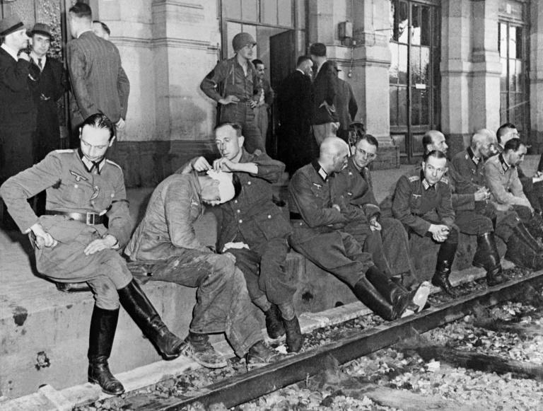 German troops, who surrendered after the liberation of Paris on August 25, 1944, held prisoner in a railway station (AFP Photo/STF, WESTON HAYNES)