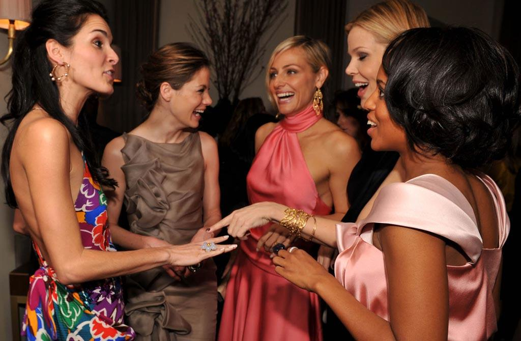 "Girlfriends Angie Harmon, Michelle Monaghan, Jamie Tisch, Mary Alice Stephenson, and Kerry Washington caught up at the Kara Ross NY Oscar Collection Cocktail Party. Lester Cohen/<a href=""http://www.wireimage.com"" target=""new"">WireImage.com</a> - February 21, 2008"