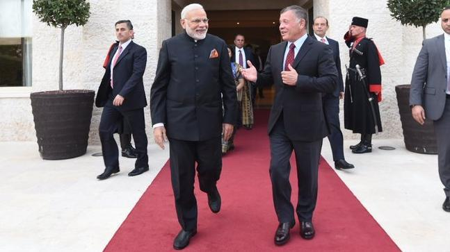A senior official said that in a rare gesture, not only was the Prime Minister received with a bear hug by King Abdullah II but invited by the King to his private residence.