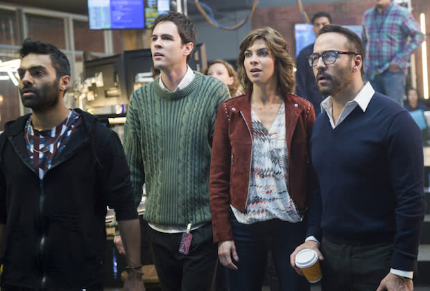 Jeremy Piven (far right) in <em>Wisdom of the Crowd</em>. (Photo: Diyah Pera/CBS ©2017 CBS Broadcasting, Inc. All Rights Reserved)