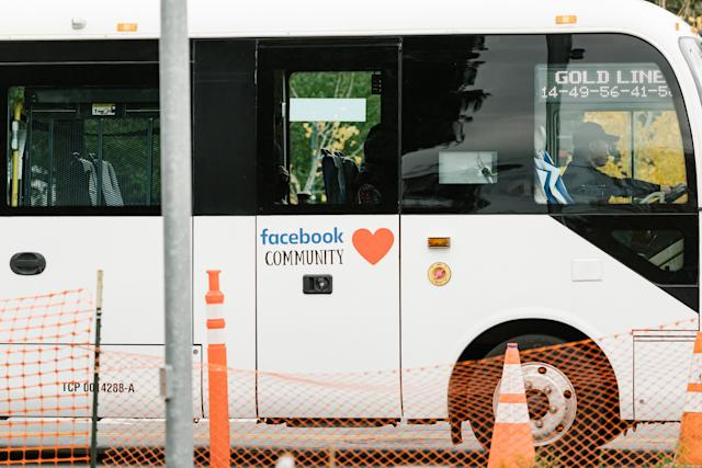 Un autobús interno en el campus de Facebook en Menlo Park, California, el 5 de diciembre de 2019. (Jason Henry/The New York Times)