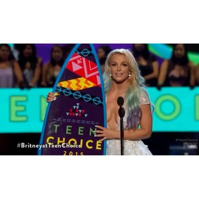 """We already know Slayney. And Jokeney. And Kindacoolandurbaney. Now, <strong>Britney Spears</strong> is introducing us to Inspirationey. First, it was her speech at the Teen Choice Awards, where she told teens to be, """"Fearless in your choices and don't be afraid to be yourself."""" <strong> WATCH: Find Out Why Britney Spears Is Dressed as a...Mermaid?!</strong> Now, she's taking her """"girl power!"""" message to her <em>Piece of Me</em> show in Vegas, where Feministney says she's been single for a year and it's been """"very"""" (3x) """"profound."""" (We would be remiss not to point out that Britney and her ex, <strong>Charlie Ebersol</strong>, broke up in June, after dating for eight months. Maybe she forgot about him?) So instead of bringing another dude in the audience onstage to be her S&M slave during """"Freakshow,"""" she picked a woman. Equal opportunity! Work that subliminal """"Pretty Girls"""" promo, Britney! #BuyPrettyGirlsOnItunes <strong> NEWS: 'Jane the Virgin' Boss Reveals Details on Britney Spears' Guest Role</strong> Watch Britney's speech below, after a little bit of """"I'm a Slave 4 U!"""" Fun! Also, she just tweeted this picture: Backstage moment... Hair ✔️ Wings ✔️ pic.twitter.com/3w4t9JmbTp— Britney Spears (@britneyspears) August 24, 2015 Kinda cool and urban! Now, check out the throwback Britney and Justin picture that Alyssa Milano posted that made us feel all the feels:"""