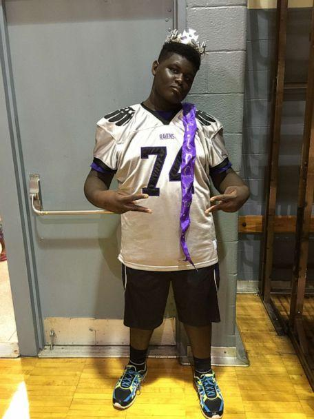 PHOTO: Devin Holmes, a 17-year-old football captain who was born deaf, dominates on the field at Bloomfield High School in Michigan and is headed to play the sport collegiately next year. (Gail Holmes)