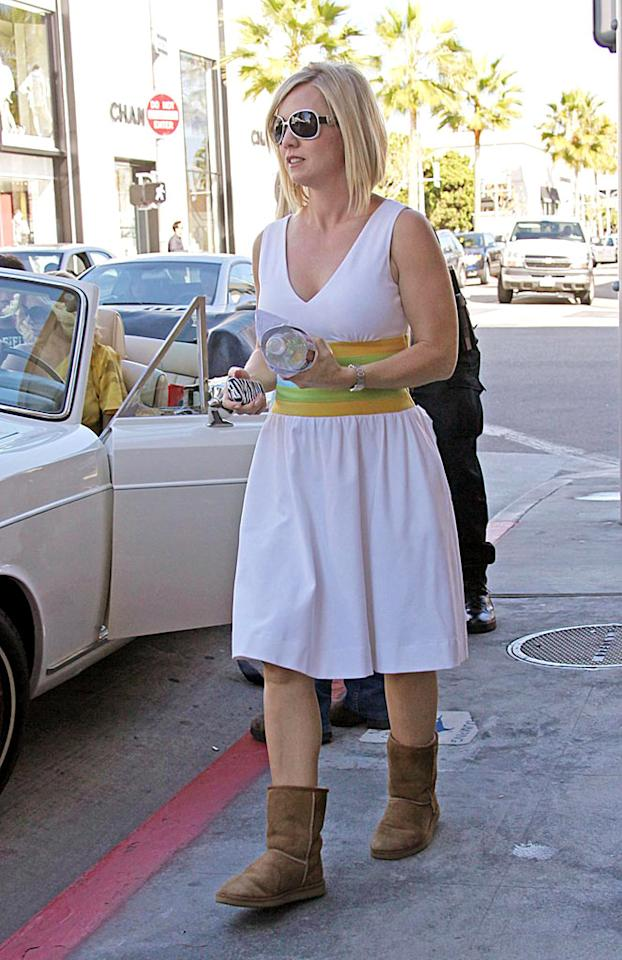 "The shoot reunited Tori with her former costar, Jennie Garth, who donned a pair of comfy UGGs on an 80 degree day in LA. Kevin Perkins/Pedro Andrade/<a href=""http://www. PacificCoastNews.com"" target=""new"">PacificCoastNews.com</a> - February 2, 2009"