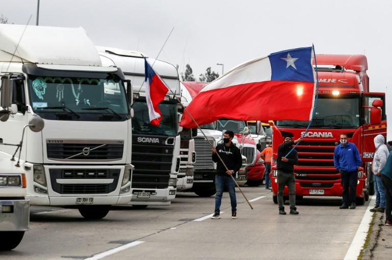 Truckers block Chile roads in protest at attacks