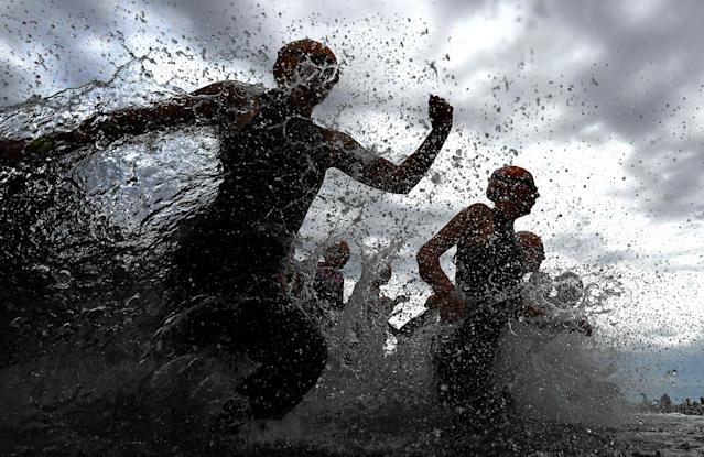 <p>Competitors run into the water during the Elwood Triathlon on November 26, 2017 in Melbourne, Australia. (Photo by Quinn Rooney/Getty Images) </p>