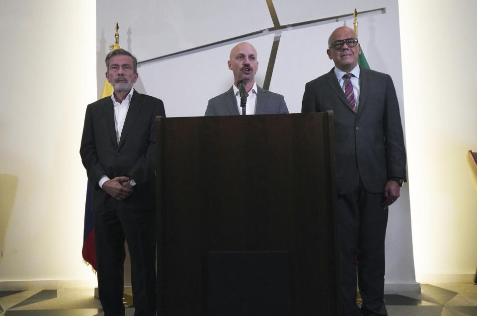 Norwegian diplomat Dan Nylander, center, speaks while flanked by Venezuelan opposition delegate Gerardo Blyde Pérez, left, and the president of the Venezuelan National Assembly, Jorge Rodríguez, during a press conference in Mexico City, Monday, Sept. 27. 2021. Delegates from Venezuela's government and opposition held more talks in Mexico City on Monday after a delay that saw the government's side arrive a day later than scheduled due to an apparent unhappiness with mediator Norway. (AP Photo/Marco Ugarte)