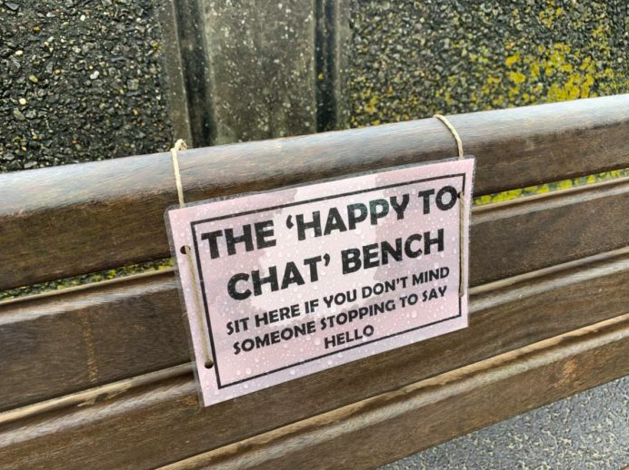 Police in England have installed two chat benches to encourage community members to lend an ear. [Photo: Courtesy of Burnham-On-Sea.com]