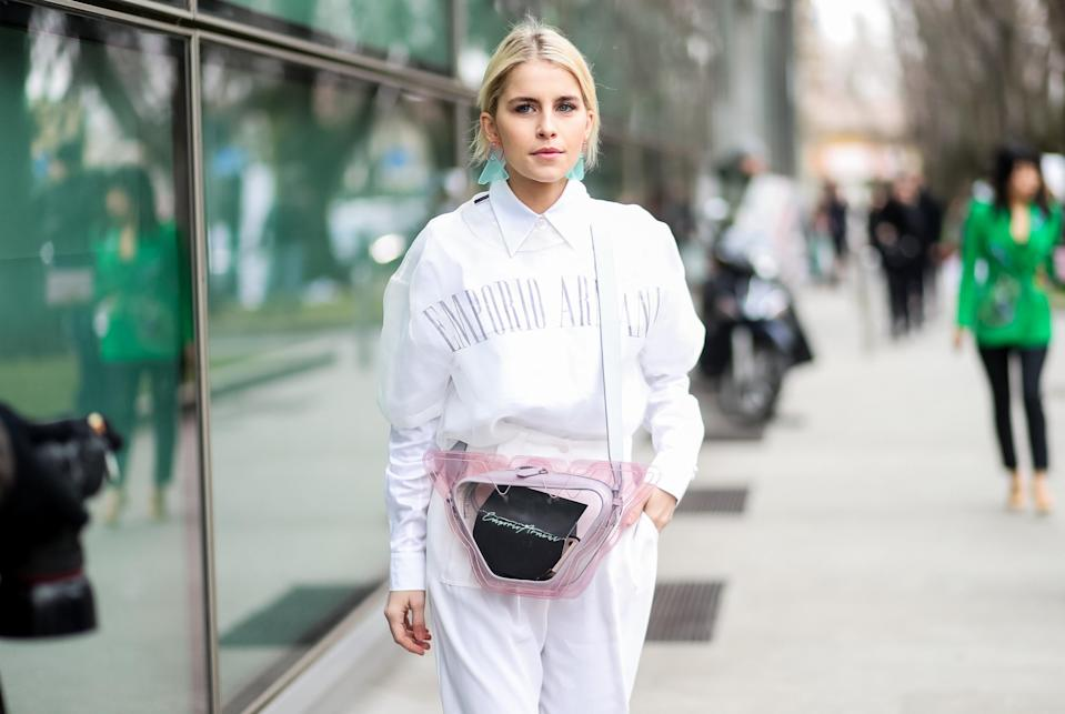 <p>Model carries Emporio Armani show invite inside clear, rose-pink shoulder bag. (Photo: Getty Images) </p>