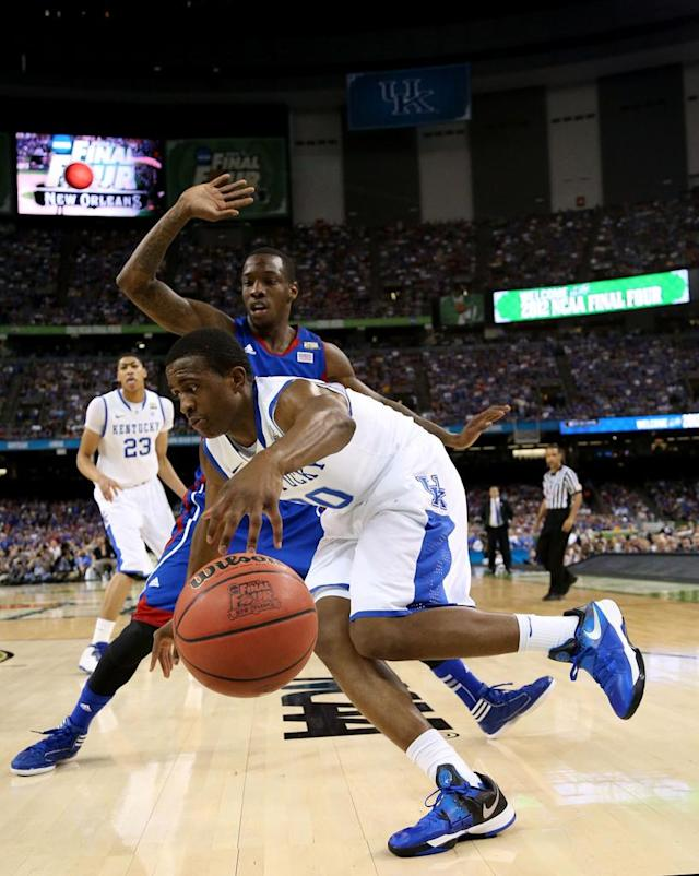 Doron Lamb #20 of the Kentucky Wildcats drives on Tyshawn Taylor #10 of the Kansas Jayhawks in the first half in the National Championship Game of the 2012 NCAA Division I Men's Basketball Tournament at the Mercedes-Benz Superdome on April 2, 2012 in New Orleans, Louisiana. (Photo by Ronald Martinez/Getty Images)