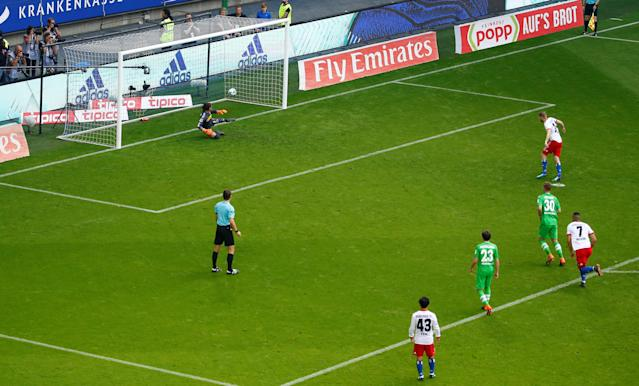 Soccer Football - Bundesliga - Hamburger SV v Borussia Moenchengladbach - Volksparkstadion, Hamburg, Germany - May 12, 2018 Hamburg's Aaron Hunt scores their first goal from the penalty spot REUTERS/Morris Mac Matzen DFL RULES TO LIMIT THE ONLINE USAGE DURING MATCH TIME TO 15 PICTURES PER GAME. IMAGE SEQUENCES TO SIMULATE VIDEO IS NOT ALLOWED AT ANY TIME. FOR FURTHER QUERIES PLEASE CONTACT DFL DIRECTLY AT + 49 69 650050