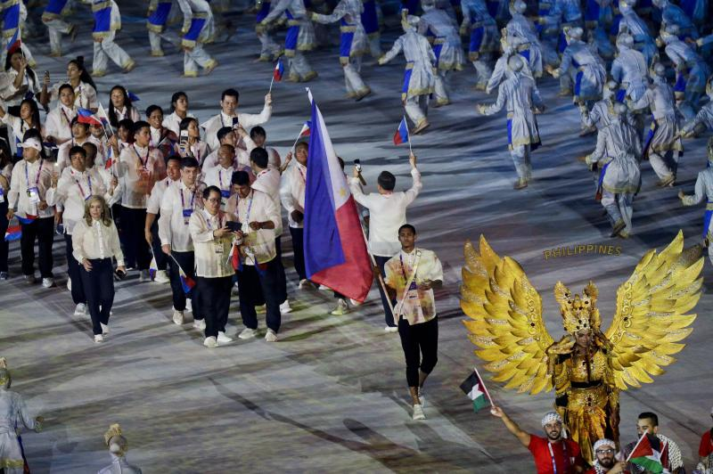 Phillippines flag bearer Jordan Clarkson marches into the Gelora Bung Karno Stadium during the opening ceremony for the 18th Asian Games , Jakarta, Indonesia, Saturday, Aug. 18, 2018. (AP Photo/Aaron Favila)